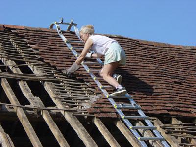 Chelle de toit chelle de couvreur chelle de toiture for Comment monter sur un toit