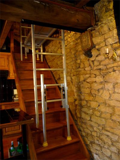 Page gnrale du kit fenix de rattrapage de pente adaptable sur les chelles et - Echafaudage pour cage d escalier ...